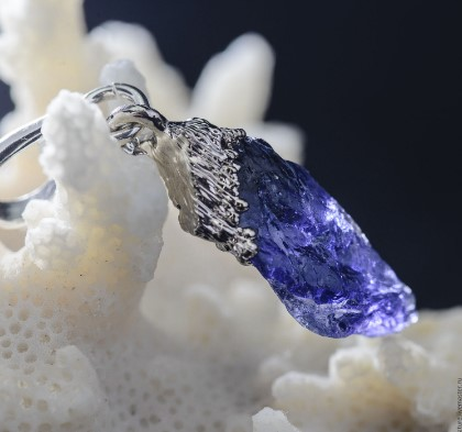 Iolite Gemstone – Water Petrified in Time